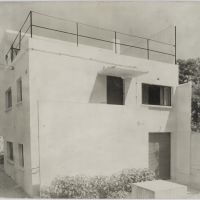 Theo van Doesburg. Studio in Meudon-Val-Fleury, 1927-1930. Photograph of the South side. Collection Het Nieuwe Instituut, DOES AB5387. Donation Van Moorsel.